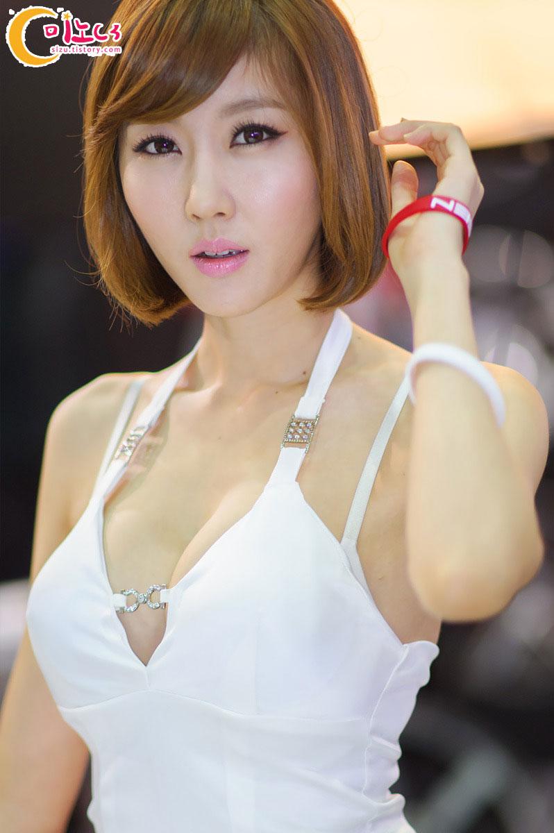 Choi Byul-I Seoul Auto Salon 2012