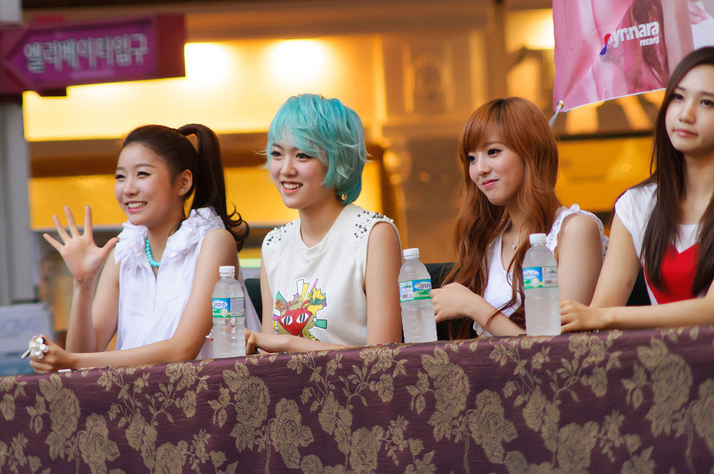 Hello venus fan signing event