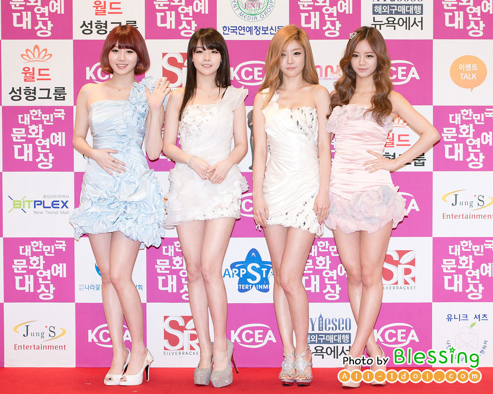 Pop group Girl's Day on the red carpet and award presentation