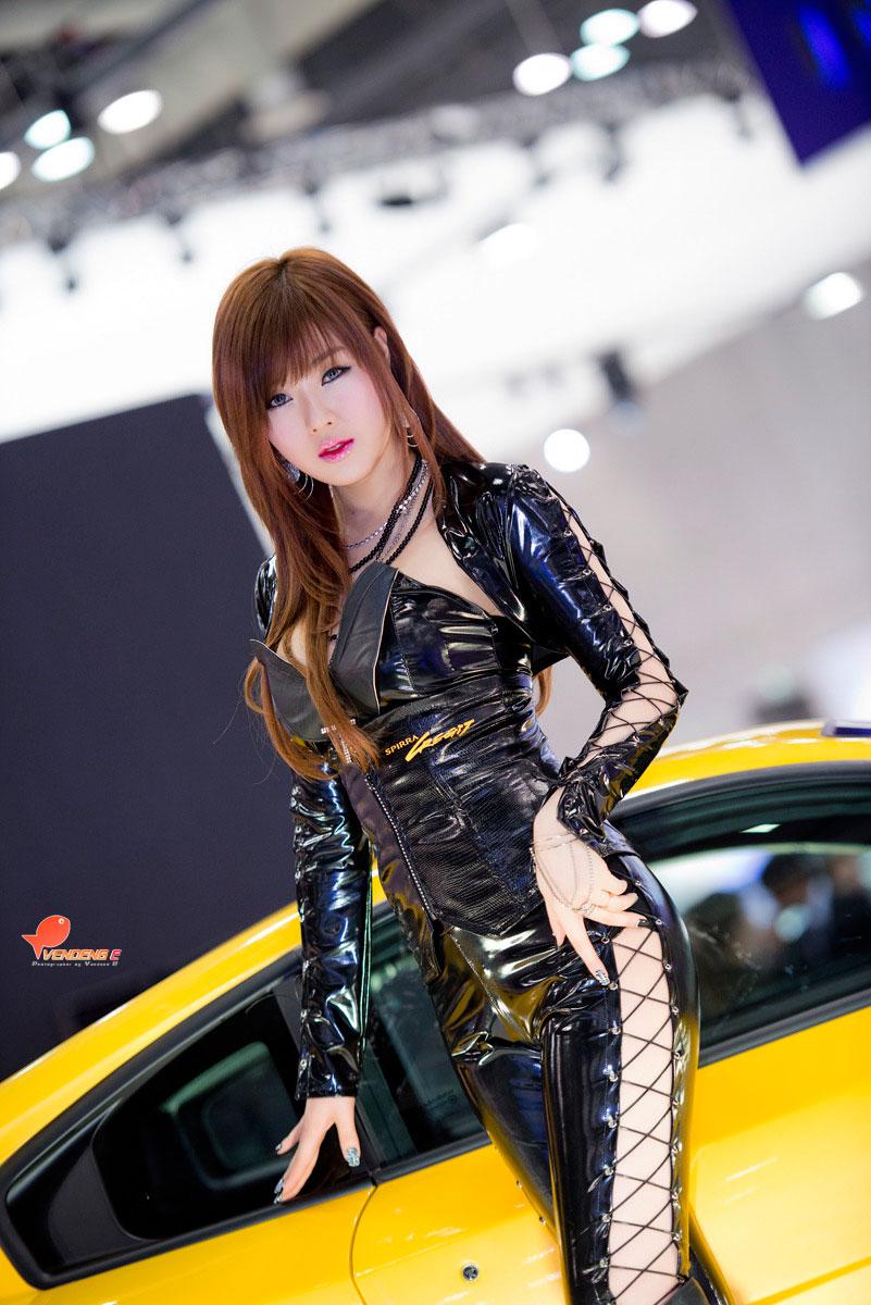 Hwang Mi Hee SPIRRA Seoul Motor Show 2013