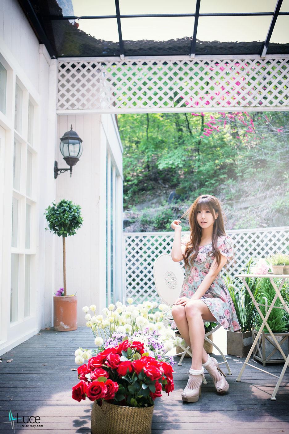 Model Heo Yun Mi garden photoshoot