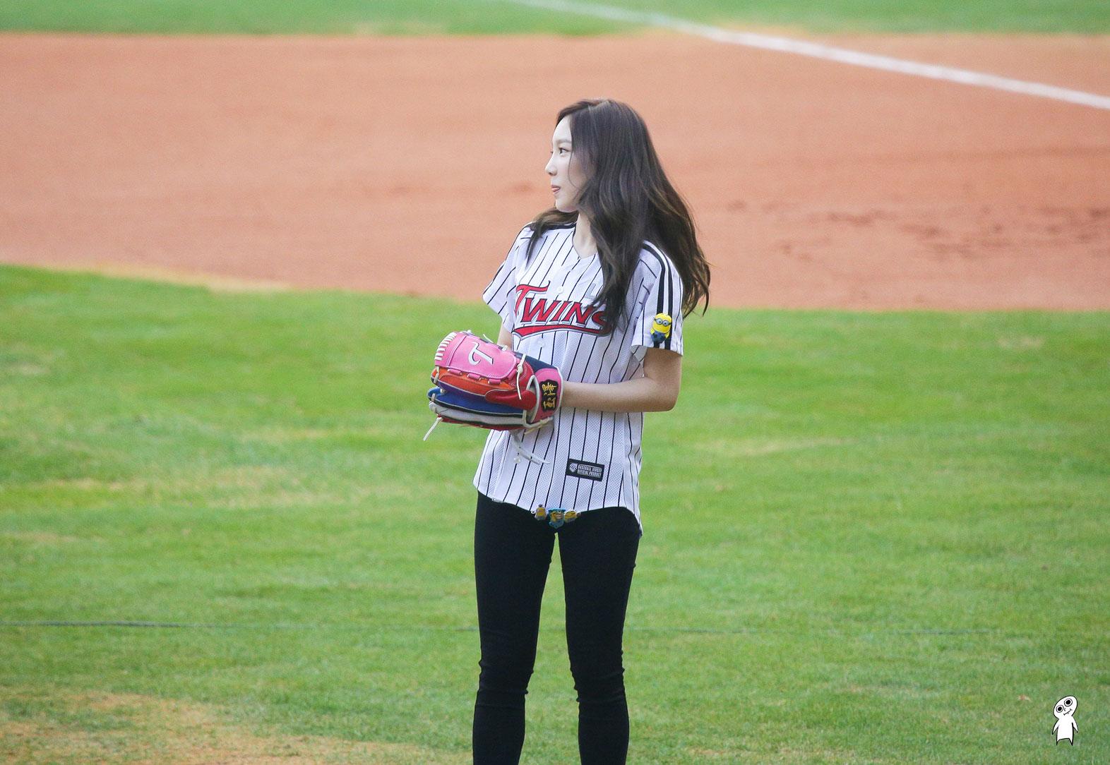 Girls Generation Taeyeon first pitch
