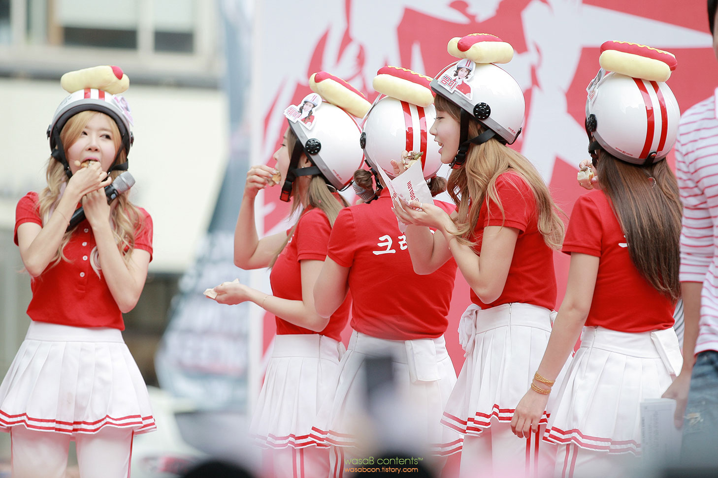 Crayon Pop Korea NY Hotdog Coffee