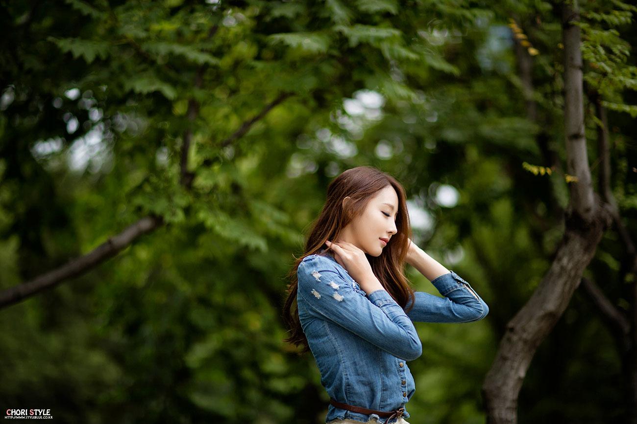 Korean model Eun Bin cute miniskirt