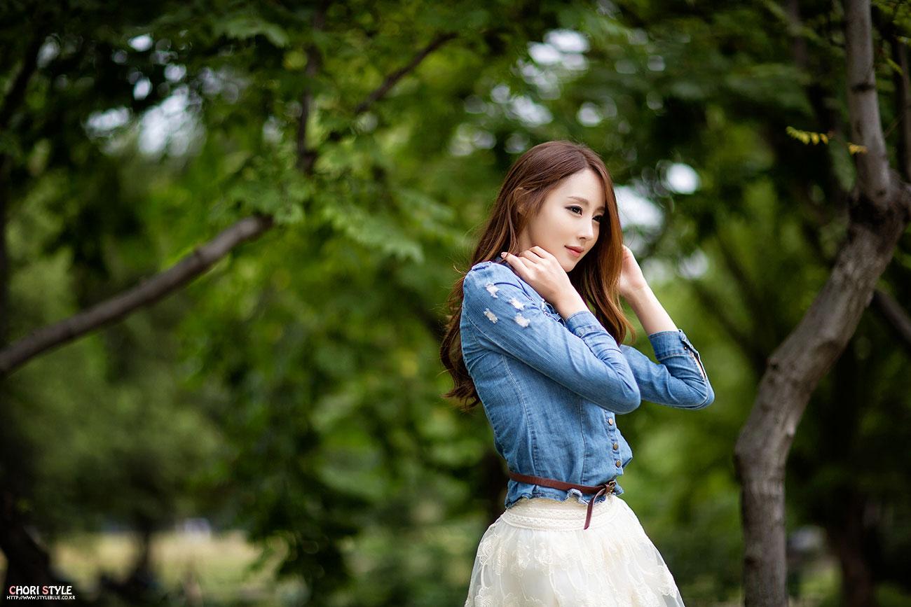 Korean model Eun Bin lace miniskirt