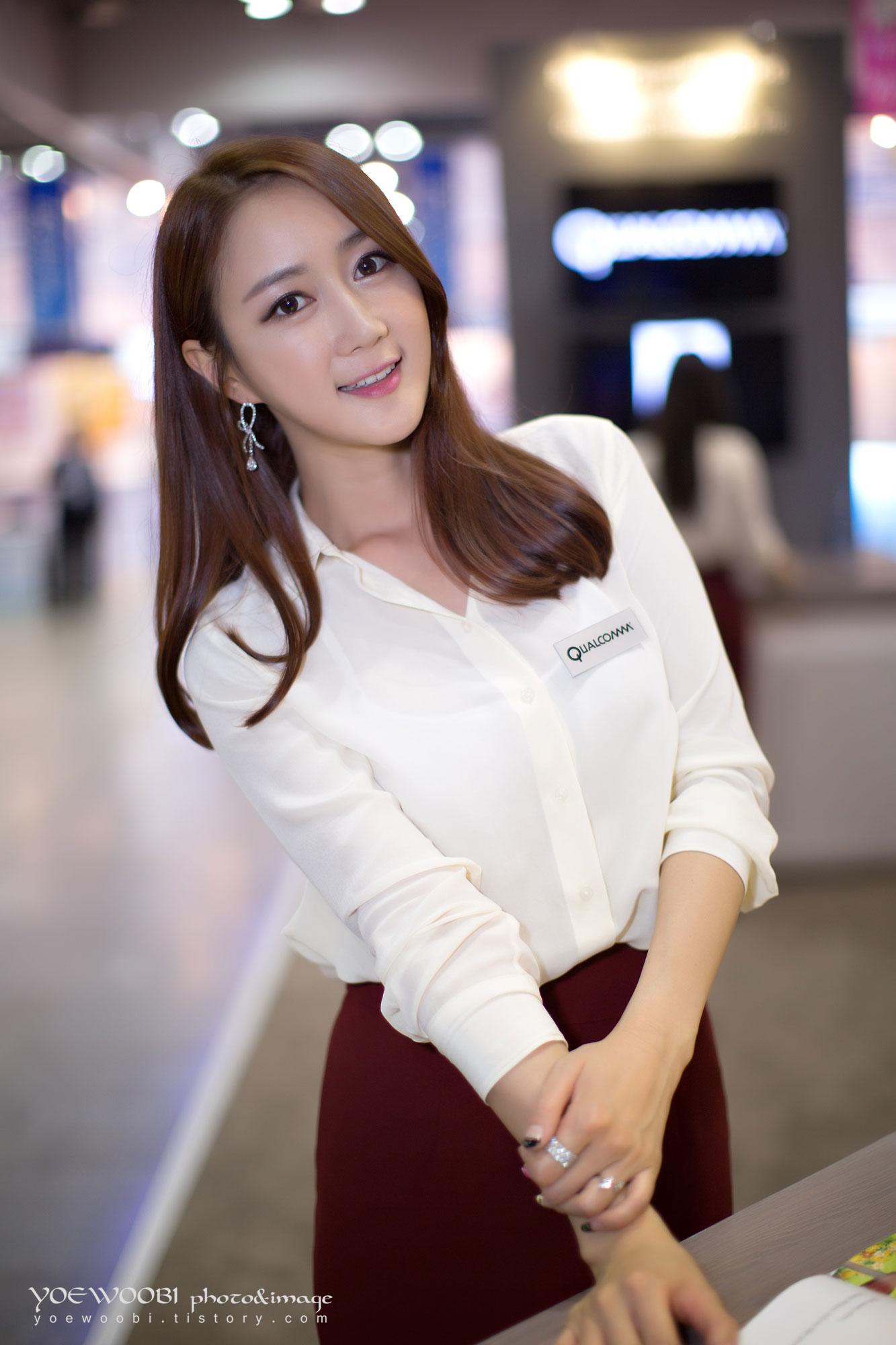Han Chae I Korea Electronics Show 2013