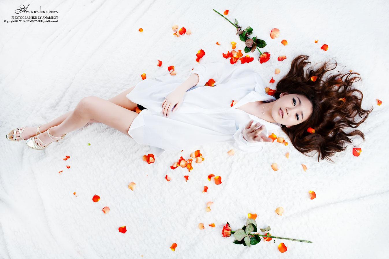 Model Bang Eun Young white shirt photoshoot