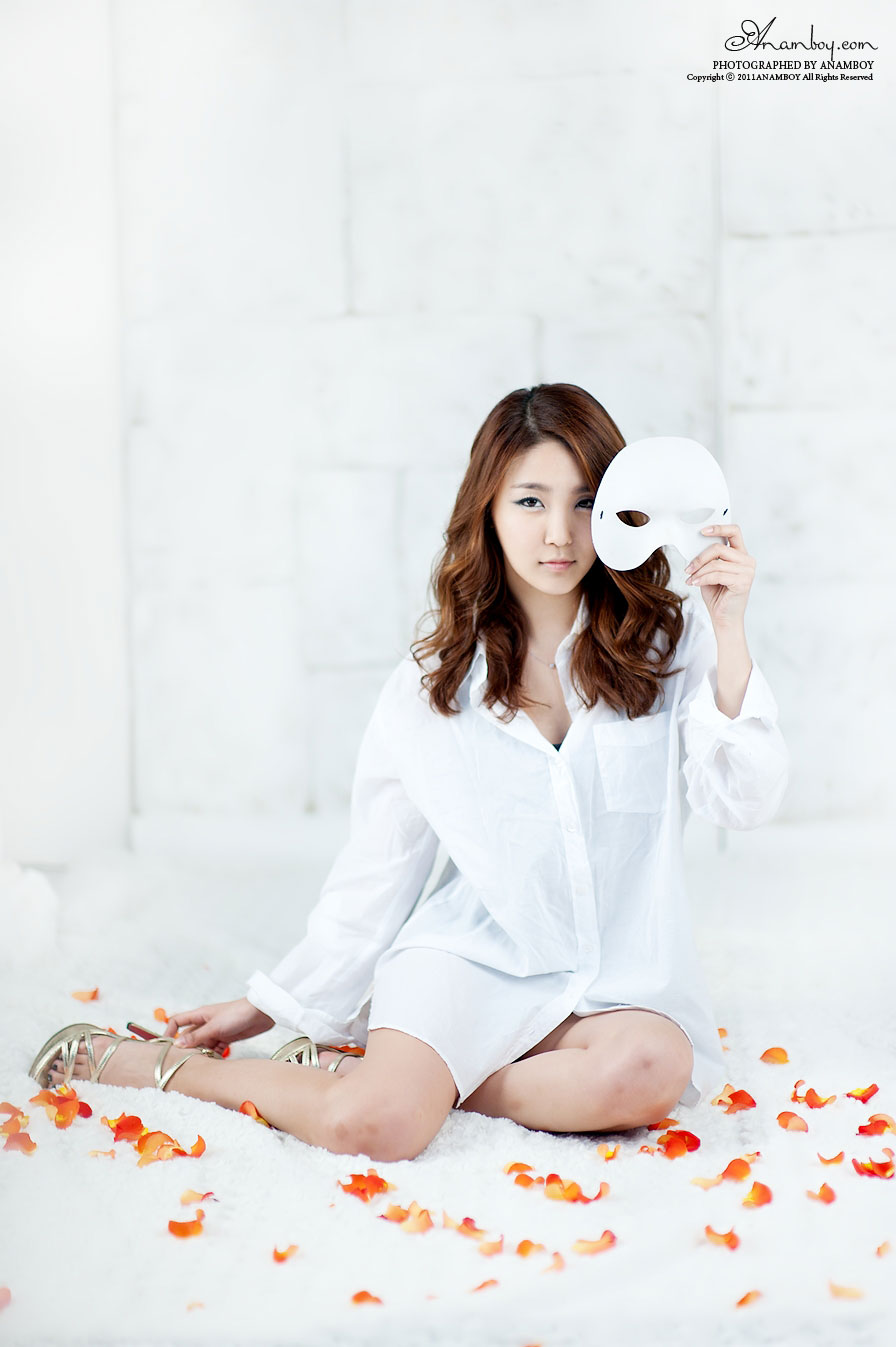 Model Bang Eun Young white shirt photoshoot