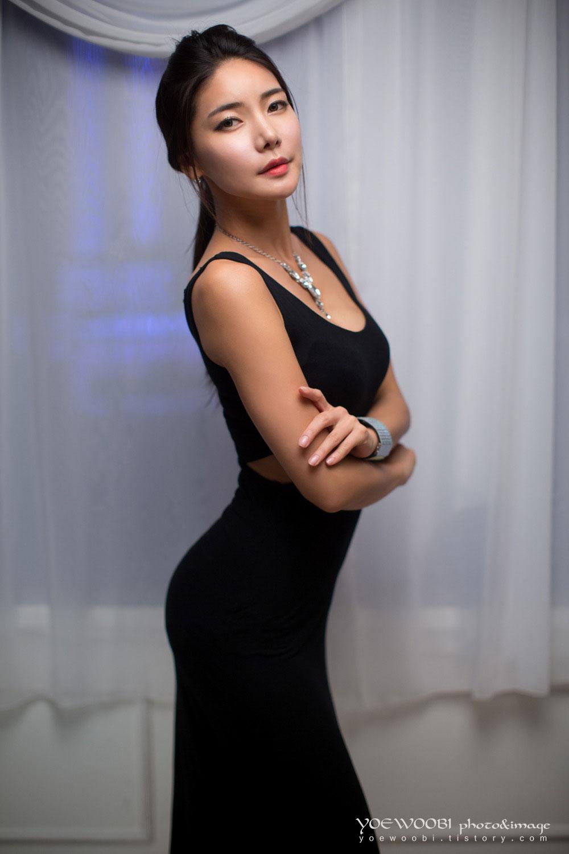 Korean model Yoon Mi Jin