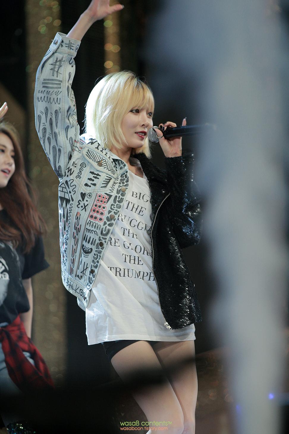 4Minute Hyuna KBO Golden Glove Awards 2013