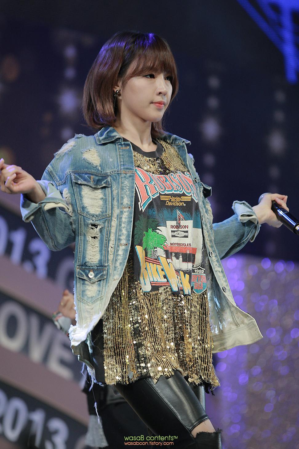 4Minute Jiyoon KBO Golden Glove Awards 2013