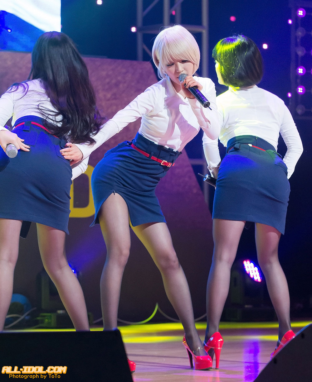 AOA Choa Miniskirt live performance