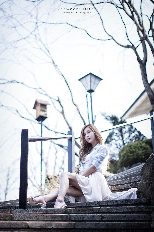 Korean model Park Soyu outdoor photoshoot