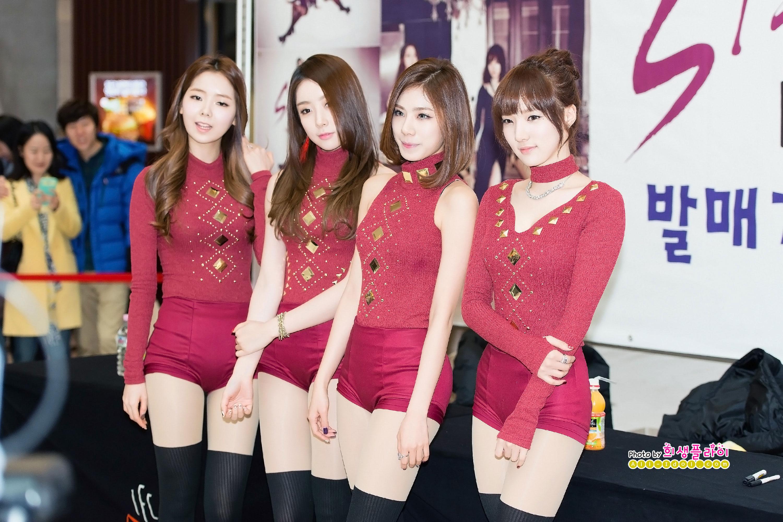 Kpop group Stellar Marionette fansign event