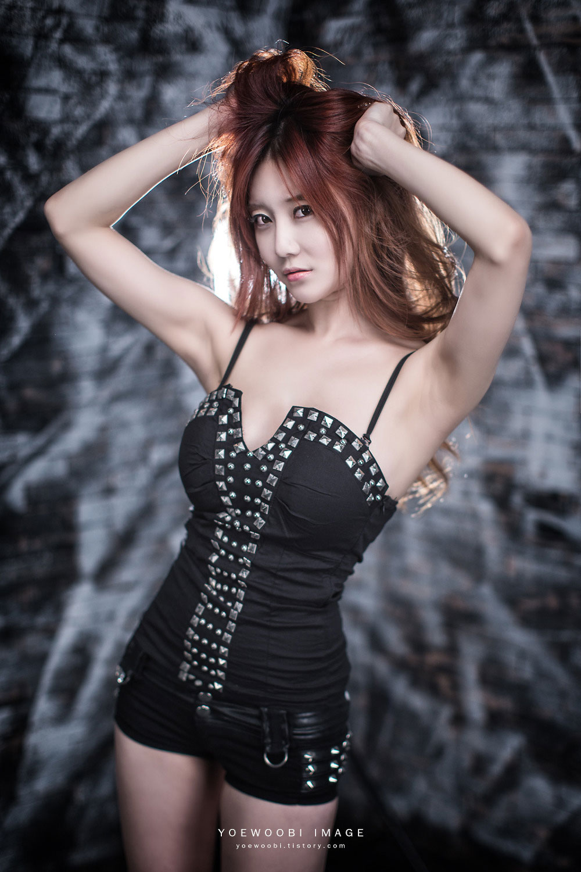 Korean model Choi Seul Ki black style
