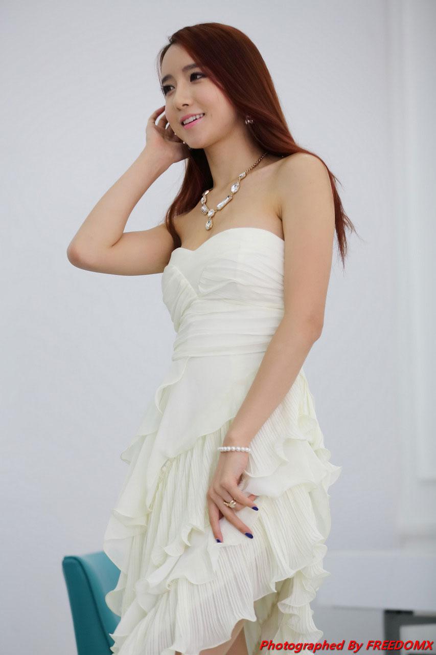 Korean model Lee Yeon Yoon studio photoshoot