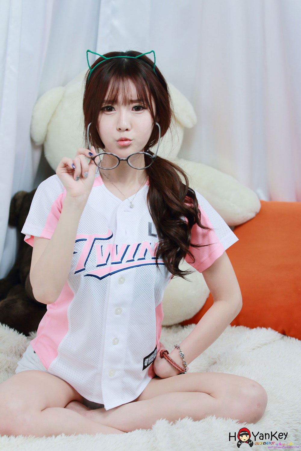 Model Choi Seul Gi baseball jerseys