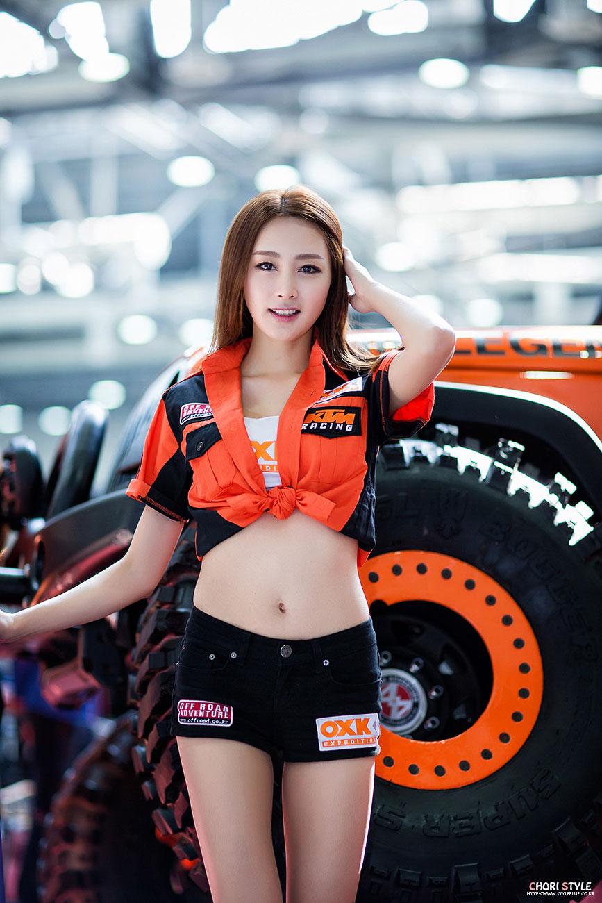 Korean model Eun Bin Automotive Week 2014