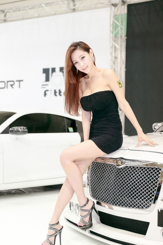 Model Tae Hee Seoul Auto Salon 2014