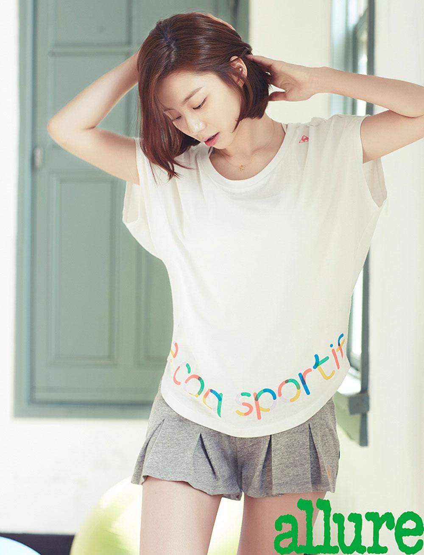 Korean actress Park Soo Jin yoga style