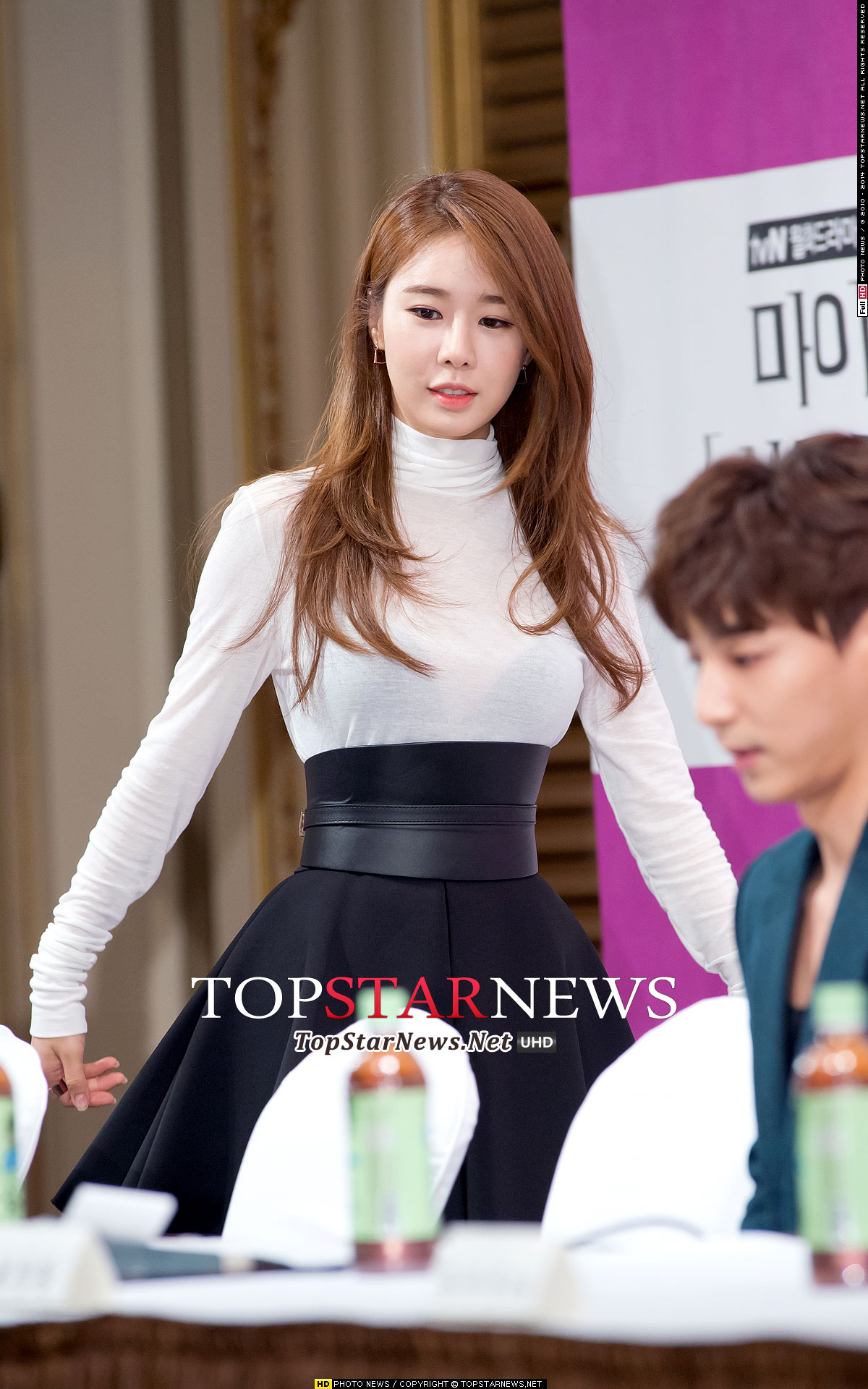 Yoo in na secret hotel press conference for Hotel secret