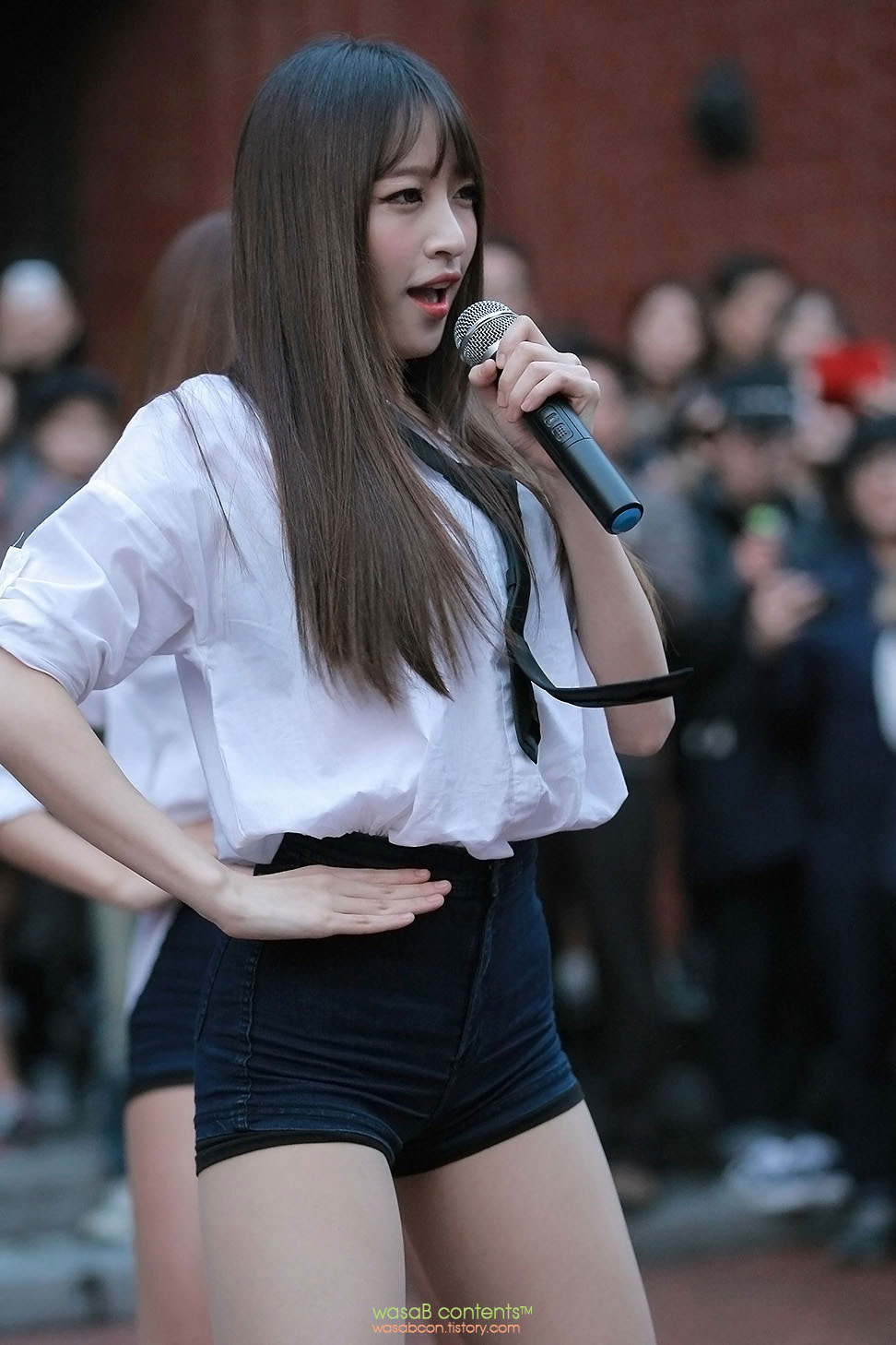 EXID Hani Up Down guerilla concert