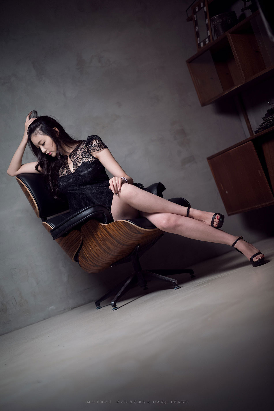 Moon Ga Kyeong studio photoshoot