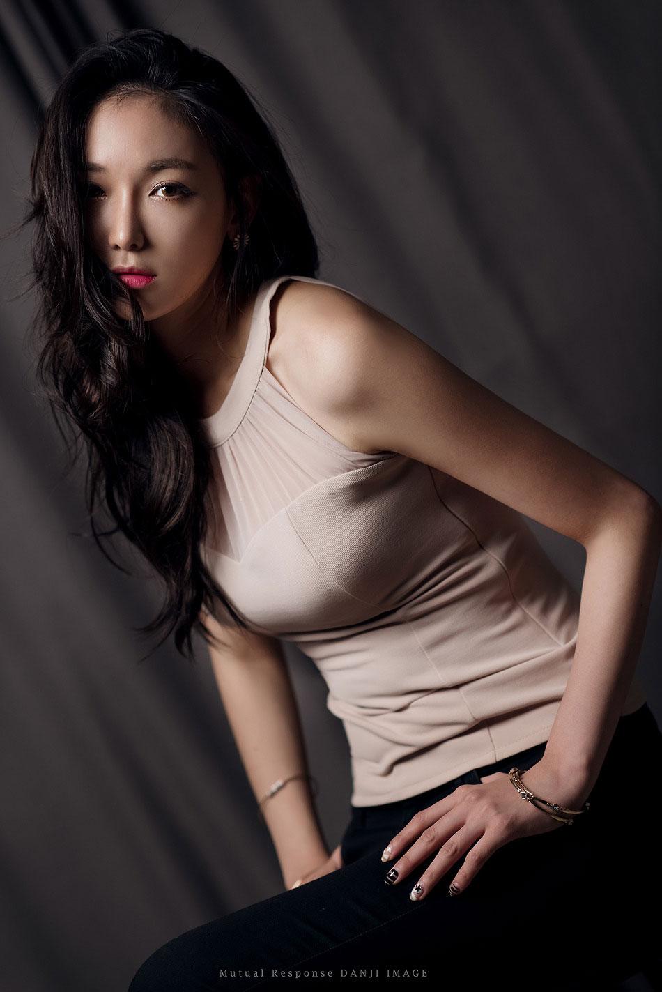 Moon Ga Kyeong studio photoshoot