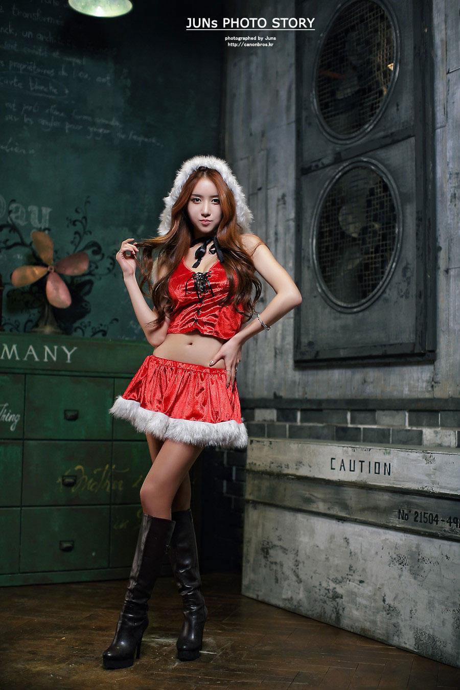 Korean model Lee Yeon Yoon Santa cosplay
