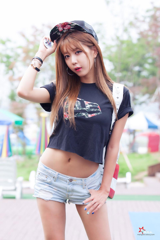 Heo Yun Mi New Era pop up store