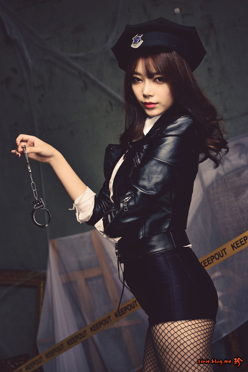 Korean model Ji Yeon police officer cosplay