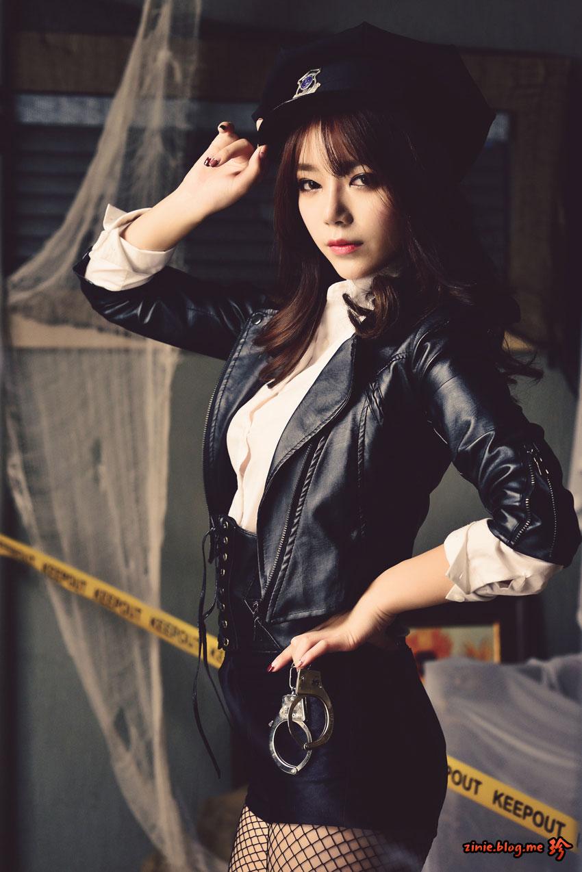 Korean model Ji Yeon police officer cosplay
