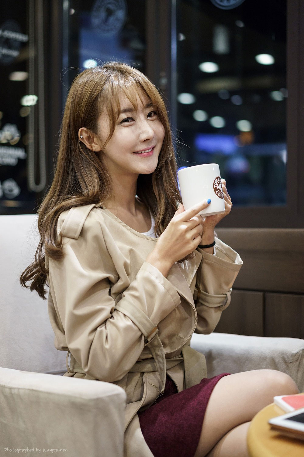 Korean model Park Hyun Sun coffee break