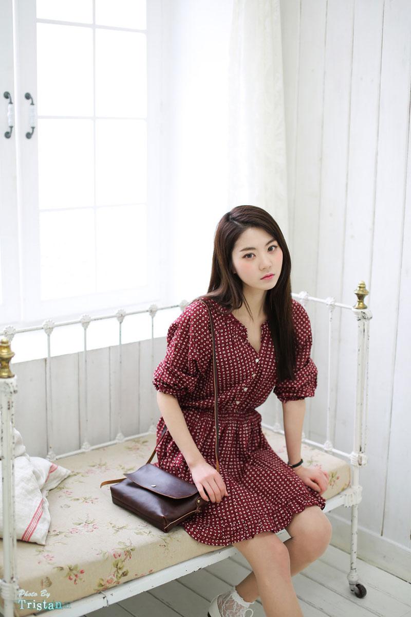 Sweet and cute studio photoshoot of Korean model Rock Chae Eun. Is ...