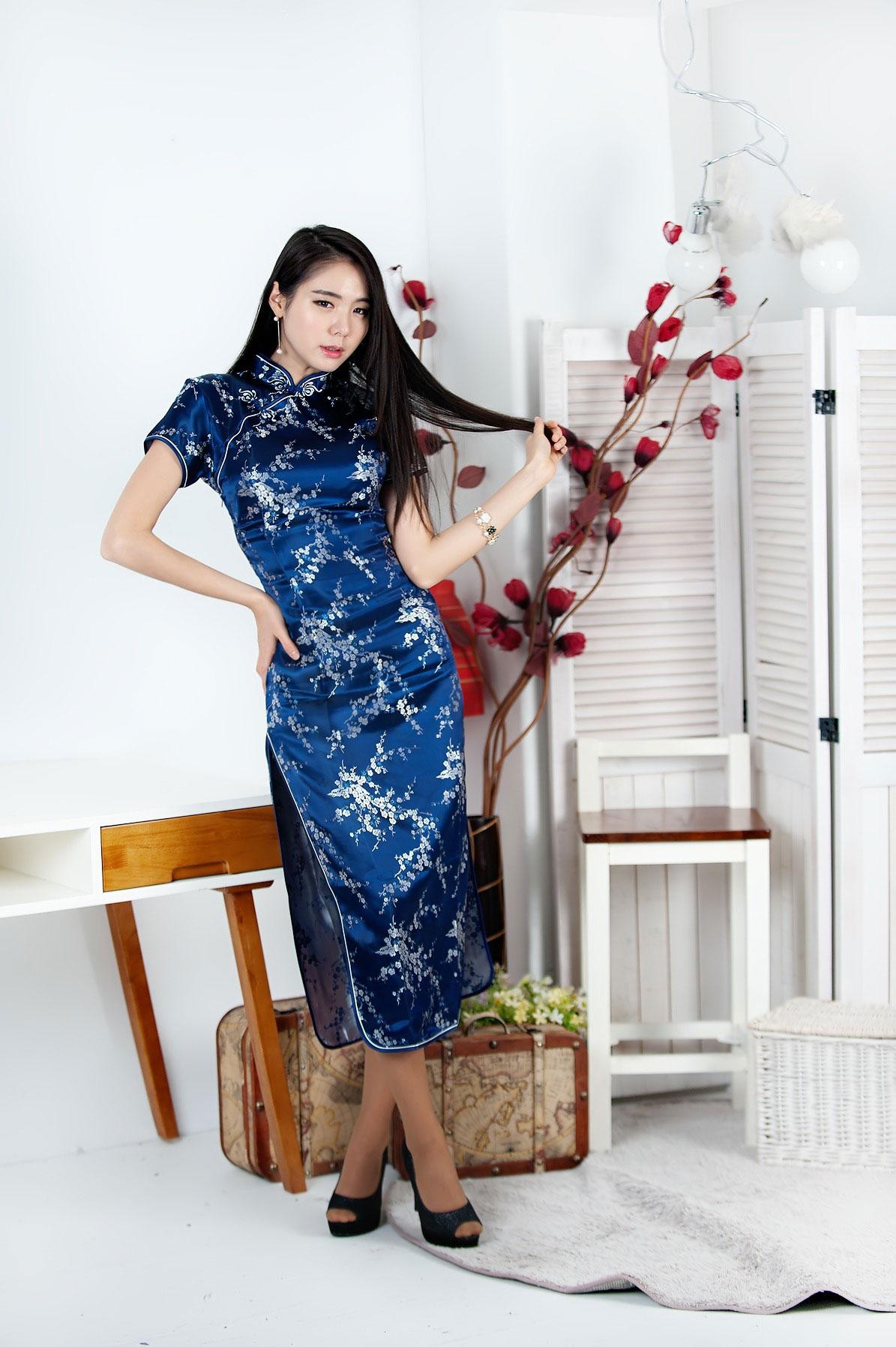 Model Min Yu Rin Chinese cheongsam