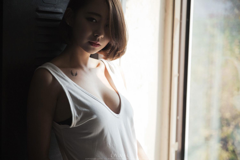 Model Seo Han Bit gorgeous studio photoshoot