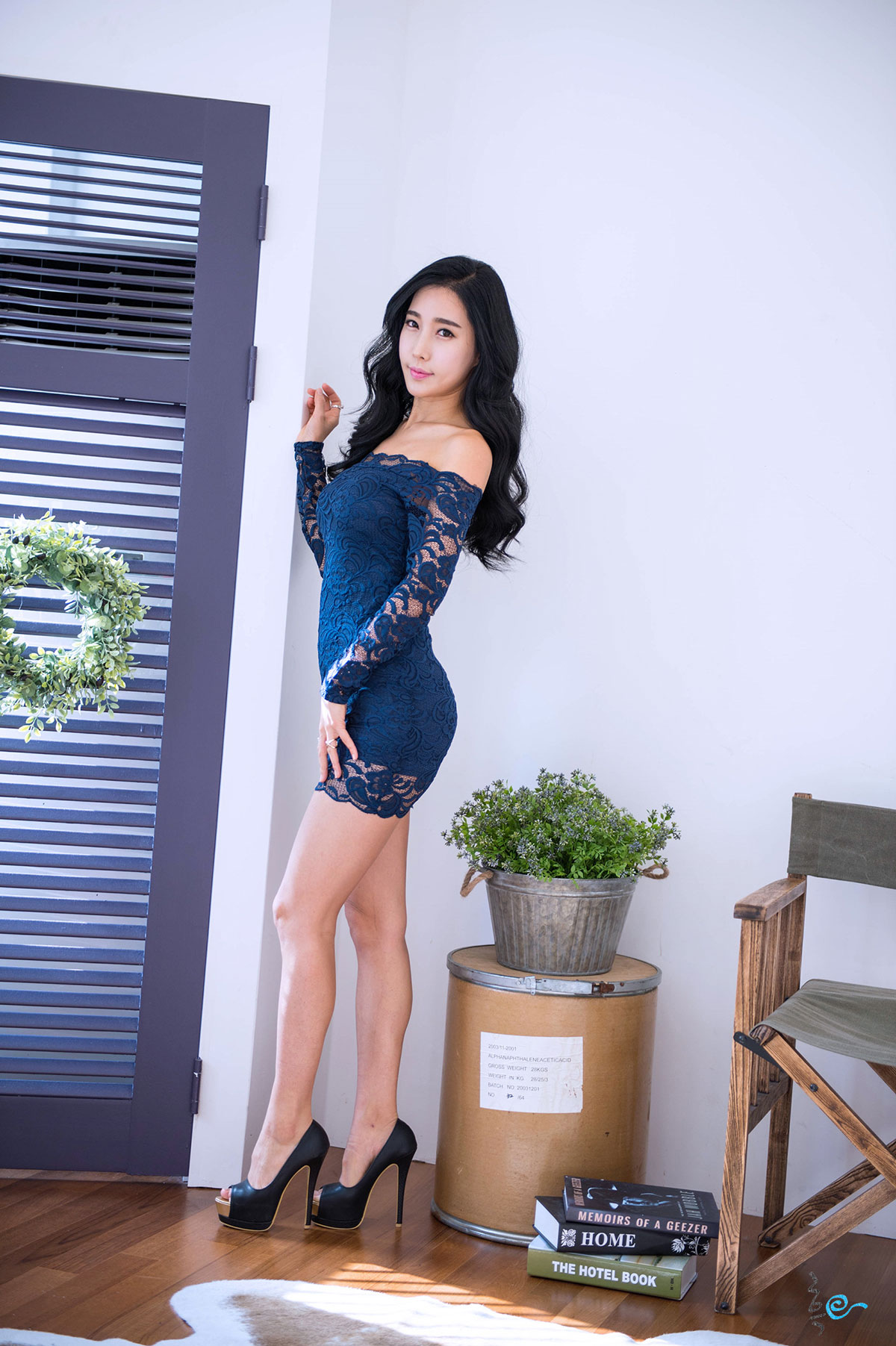 Im Min Young blue mini dress