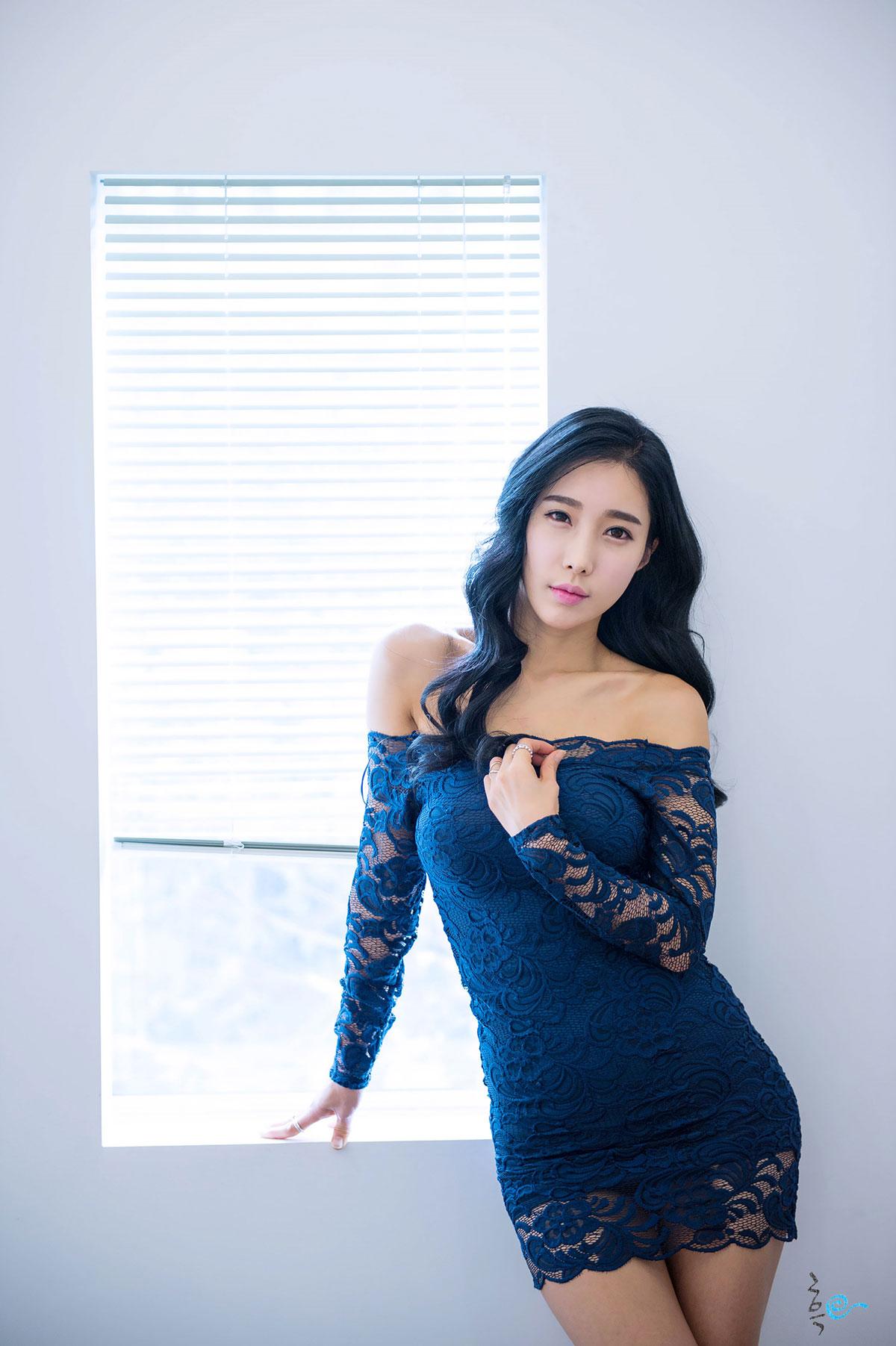 Im Min Young blue mini dress