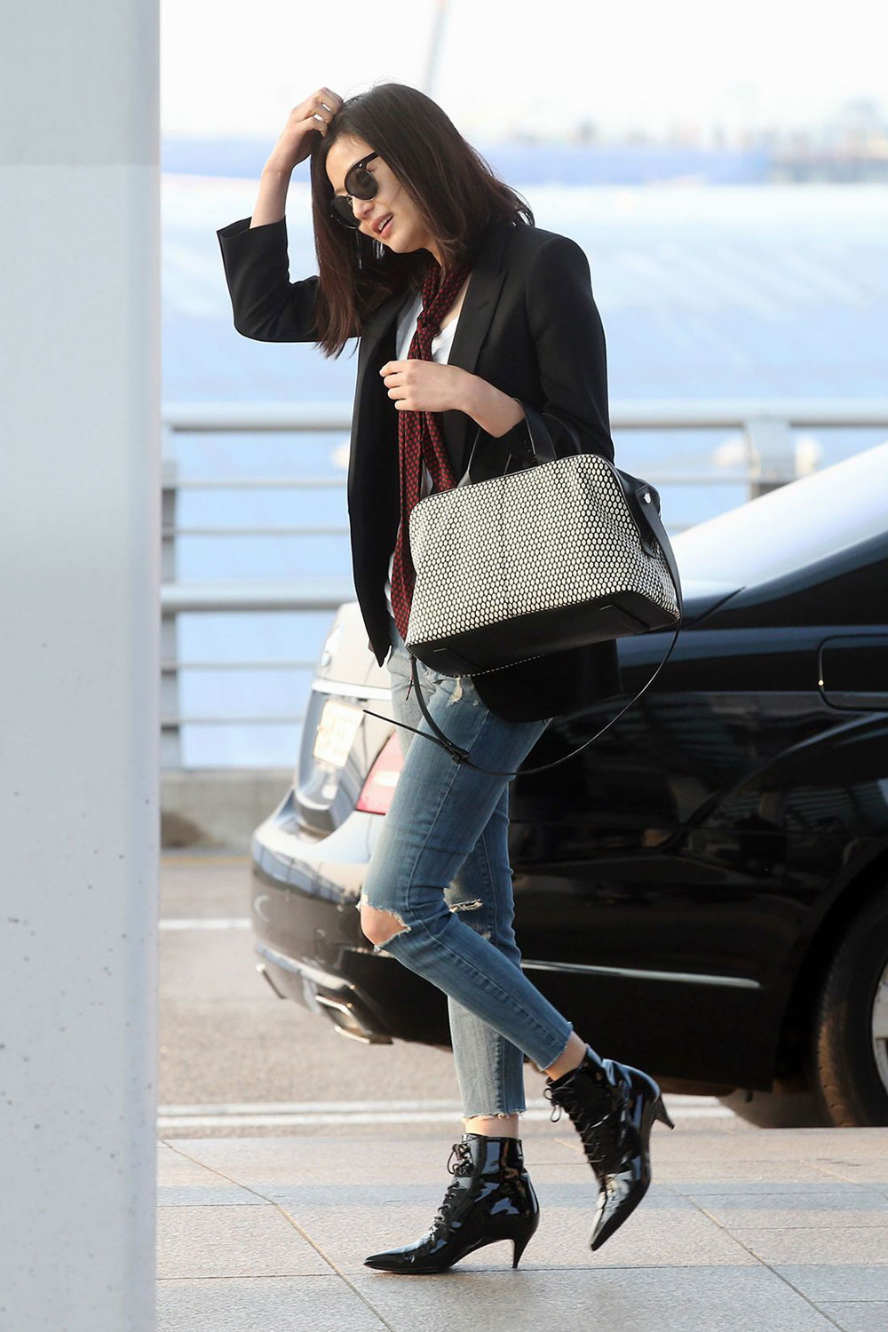 Korean actress Jun Ji Hyun airport fashion