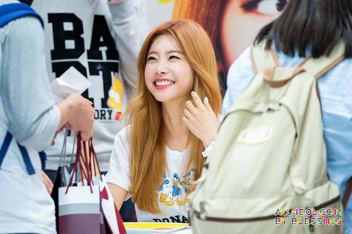Girls Day Sojin Hello Bubble fan signing
