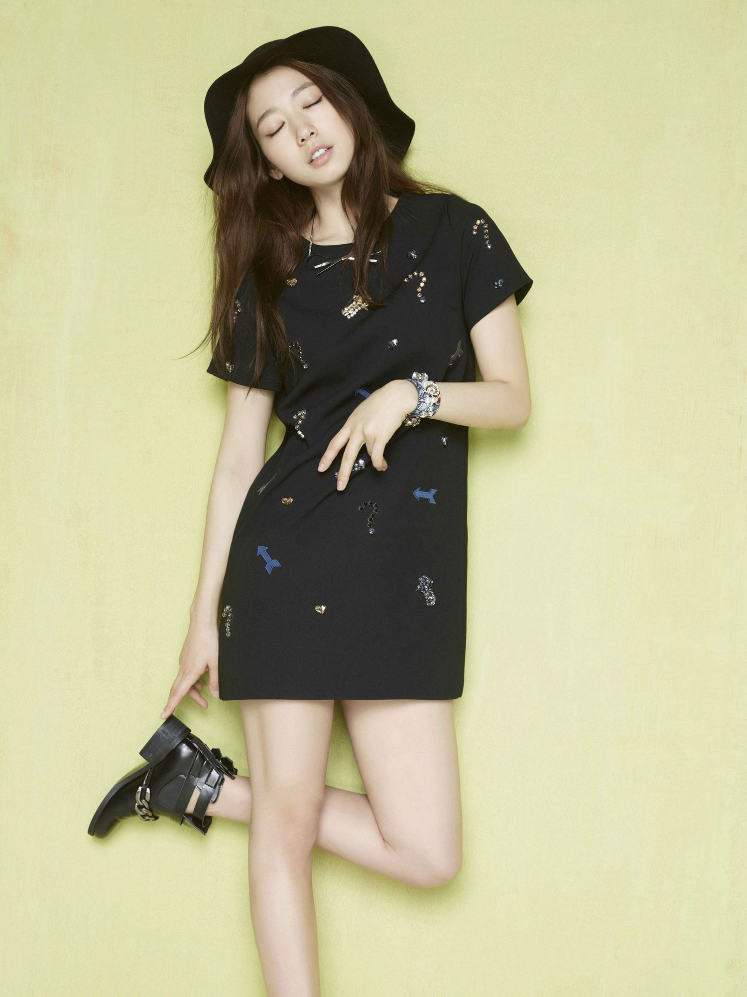 Park Shin Hye Viki clothing advertisement