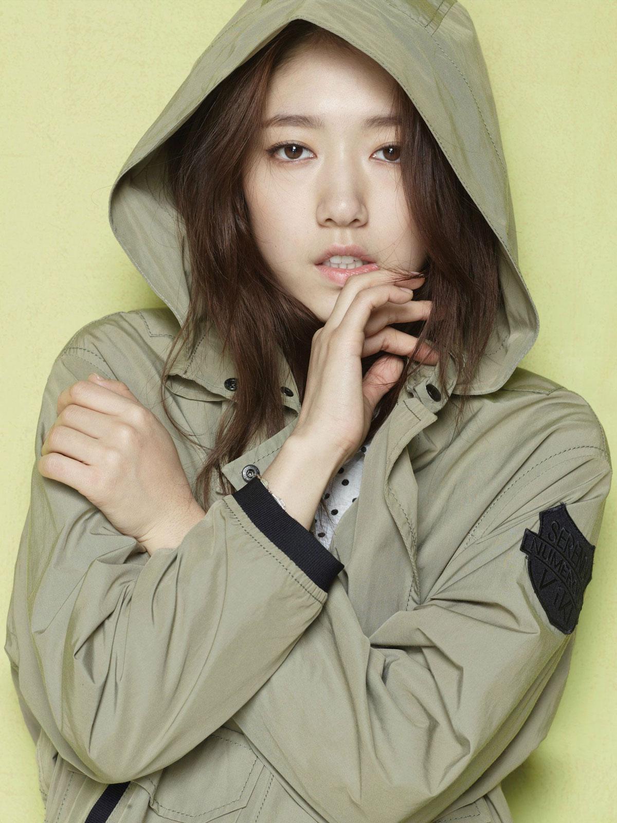 Park Shin Hye Viki clothing advertisement