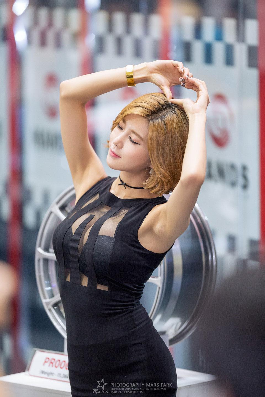 Heo Yun Mi Seoul Auto Salon 2015 Hands