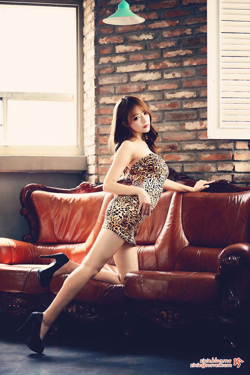Han Ji Yeon leopard print dress