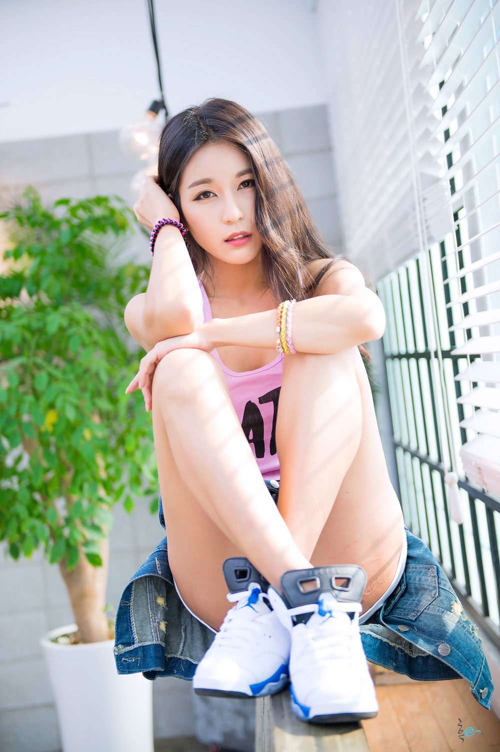Park Si Hyun sporty studio photoshoot