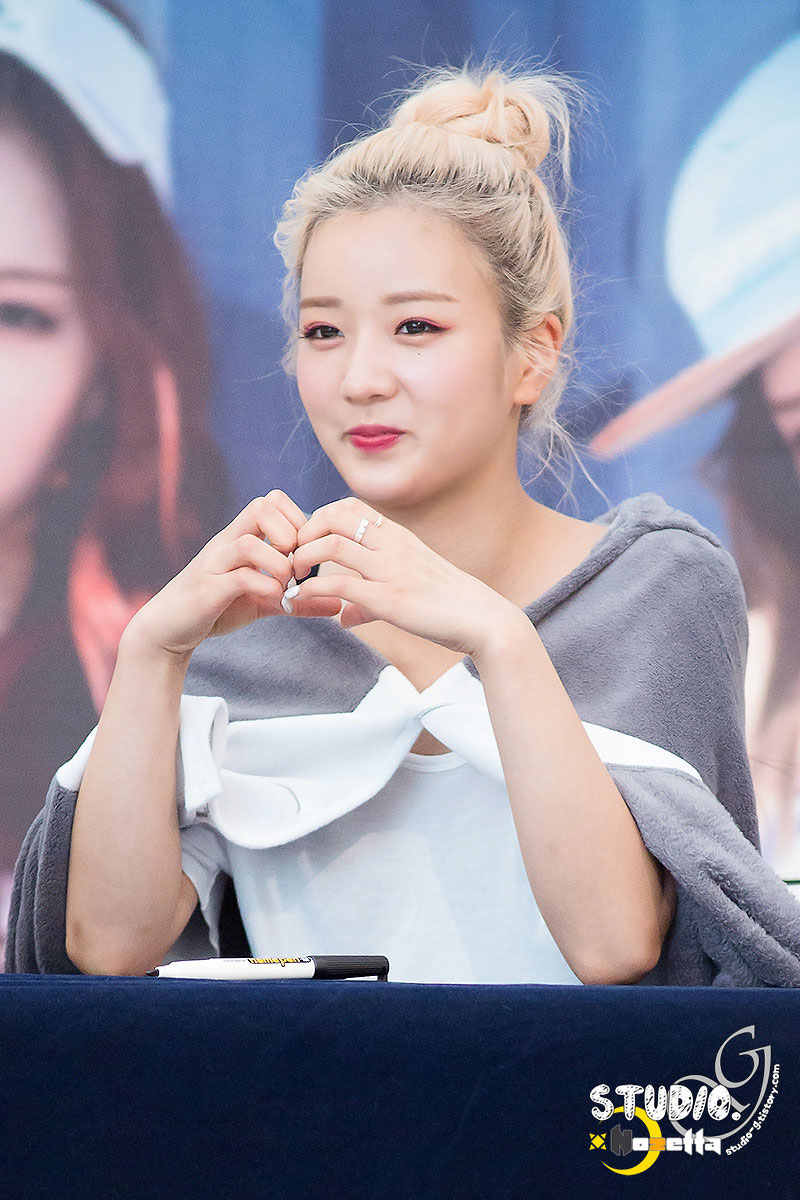 Apink Bomi Pink Memory fansign event