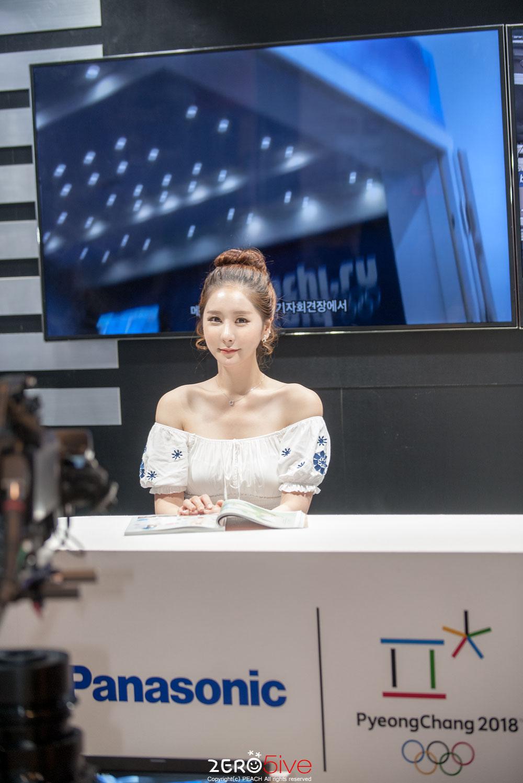 Model Kim Ye Ha KOBA Show 2015