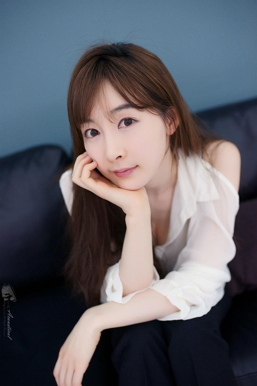 Model Lee Ga Na cool photoshoot
