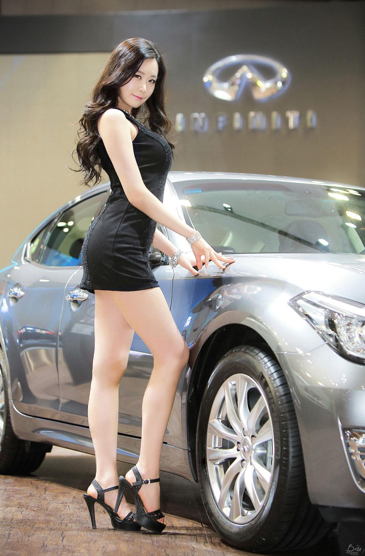 Eun Ha Young Seoul Motor Show 2015 Infiniti