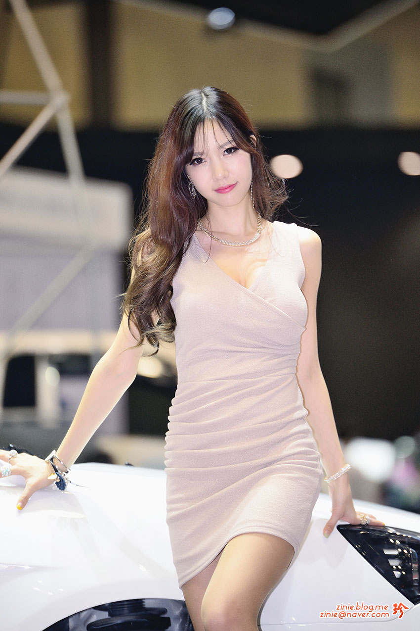 Han Min Young Seoul Motor Show 2015 Detroit Electric